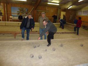 Activité boules en bois au Club Sourire d'Automne de l'Herbergement